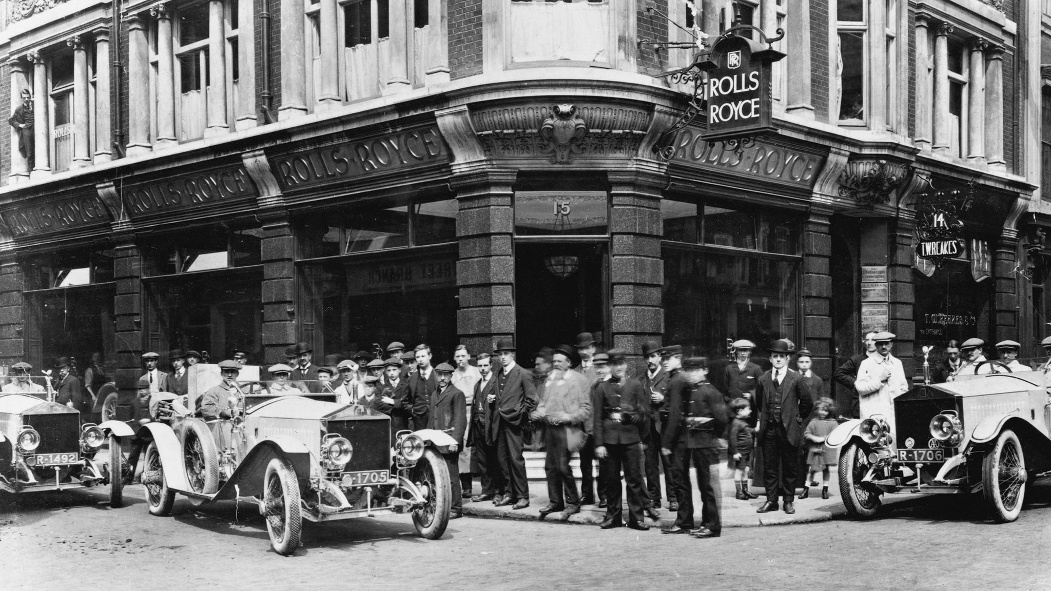 1d1e2667a Um dos principais nomes quando se pensa em marcas premium a Rolls-Royce  ganhou fama ...
